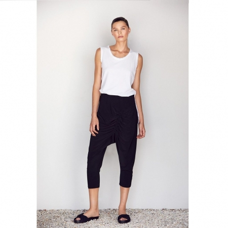 Model wearing Pant Anzia - Black