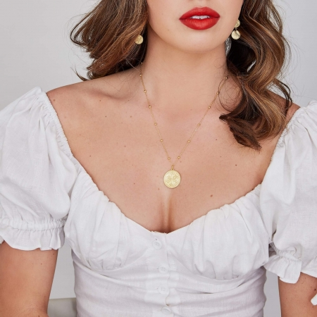 model wearing alessandra necklace gold